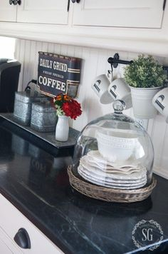SUMMER FARMHOUSE KITCHEN - Easy decor and lots of inspiration. Join me in my farmhouse kitchen.