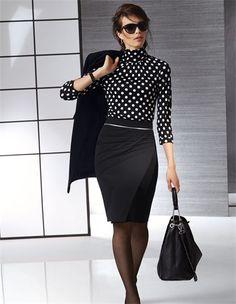 Pencilskirt in Wickelform mit Biesen und querverlaufendem Reißverschluss, Damen Rollkragenshirt aus Viskose und Seide mit Tupfen, Große Lederhandtasche in Beutelform