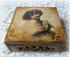 Vintage style wooden keepsake box jewelry box por CarmenHandCrafts