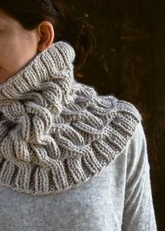 Cozy Cable Cowl pattern by Purl Soho. Knitting pattern available for free. Cable Cowl, Cable Knitting, Knitting Stitches, Knitting Patterns Free, Knit Patterns, Free Knitting, Free Pattern, Knitting Scarves, Knitting Needles