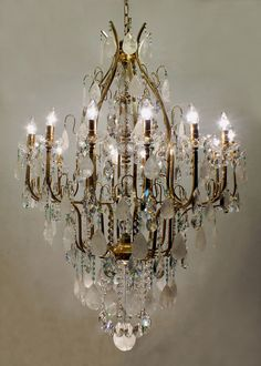#luxury #chandelier #rockcrystal Lustre Veneza Mundo das Luminárias