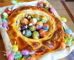 Пасхальное гнездо из сдобного теста с изюмом и маком Most Delicious Recipe, Happy Easter, Easter Eggs, Easter Bunny, Food Art, Quiche, Waffles, Food And Drink, Yummy Food