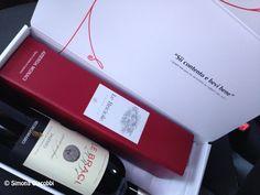 """""""Sii contento e bevi bene"""", recitava un'iscrizione su una coppa utilizzata per il vino risalente a più di duemila anni fa. Queste stesse parole di convivialità, benessere e consapevolezza si ritrovano anche nella mission di una delle cantine più note della Puglia. Era il 1995 quando Severino Garofano fondò la sua azienda in località Monaci …"""