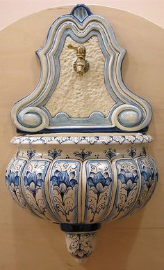 Looking for Outdoor Ceramic Wall Fountains? Check out Leoncini Italy online store for prices and decorations Hand Painted Pottery, Blue Pottery, Pottery Painting, Hand Painted Ceramics, Ceramic Painting, Lavabo Exterior, Arabian Decor, Outdoor Wall Fountains, Ceramic Wall Art