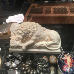 Spectacular ivory european sculpture of a lion - ca 1870- finely carved - call Danilo +39 335 6815268