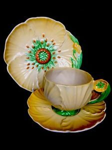🐝 Carlton Ware Trio with Flower Handle Cup Yellow Buttercup Art Deco Era 1522 Vintage Dishes, Vintage China, Carlton Ware, English Pottery, Antique Pottery, Cute Cups, Art Deco Era, Chocolate, Tea Cup Saucer