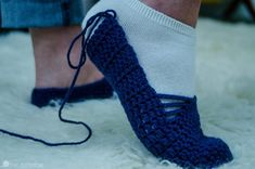 Crochet Designs Foot modeling the size of the crocheted slipper before sewing heel - How gorgeous are these crocheted ballet slippers? I hope you enjoy this new, free Ballet Slipper crochet pattern! Crochet Simple, Easy Crochet Patterns, Crochet Designs, Crochet Stitches, Free Crochet, Knit Crochet, Crochet Ideas, Crochet Slipper Pattern, Crochet Shoes