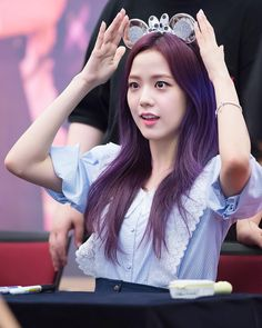 Who is Jisoo from Blackpink? Korean singer Jisoo is one of the lead singers in K-Pop band, Blackpink. The became a YG Ent. Blackpink Jisoo, Kpop Girl Groups, Korean Girl Groups, Kpop Girls, Kim Jennie, Forever Young, Black Pink, Yg Entertainment, Purple Hair
