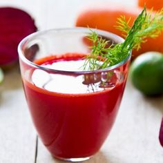 Flush out toxins and cleanse your liver by drinking this Ultimate Liver Cleansing Super Detox Smoothie. You only need to use simple common ingredients to make this detox smoothie. Liver Detox Juice, Detox Diet Drinks, Liver Detox Cleanse, Detox Juice Recipes, Smoothie Detox, Body Detox, Detox Juices, Diet Recipes, Diet Detox