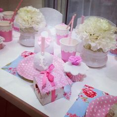 Cupcake com rosa https://www.facebook.com/luasiqueira/photos