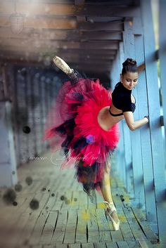 ♫♪ Dance ♪♫ Dancer in red