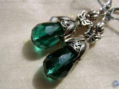 *Möchtest du die Ohrringe als Clip, in gold oder Silberfarben oder mit einem anderen Farbstein oder einer Perle?  Einfach beim Fragezeichen anklicken,