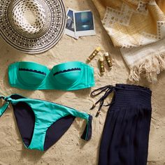 The Holly Scallop Bikini and reversible bottom is sure to make a splash this Spring Break! Check out our packing guide to be sure you're not missing any of the necessities. #Aerie