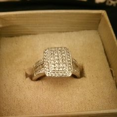 Ring 1 carat CZ  set in sliver very Beautiful and elegant not over-the-top and Gotti Bella Luce Jewelry Rings