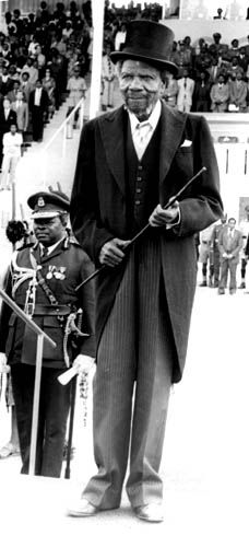 Photographs: His Majesty, King Sobhuza II Diamond Jubilee. His Majesty King Sobhuza II, at Somhlolo National Stadium. Royal Lineage, National Stadium, East Africa, Present Day, Old And New, Royals, Pictures, Photos, Southern