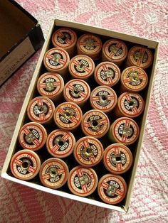 24 VINTAGE WOODEN SYLKO COATS COTTON REELS BOBBINS IN BOX - MIXED COLOURS ~lovely