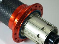 POP-Products MTB Hinterrad Nabe Orange mit 3k Carbonkörper und 32-Loch, Freilaufkörper.