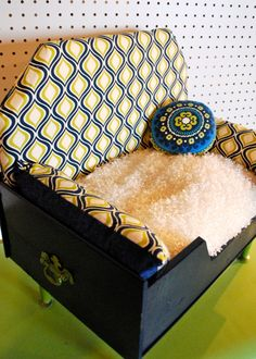 Finally, a pet bed my dog would love and looks like a designer piece of furniture. Dog bed by Happy Day Vintage/Happy Day Hounds Ideas Prácticas, Animal Projects, Diy Projects, Diy Dog Bed, Dog Furniture, Dog Rooms, Animal Decor, Cool Pets, Pet Beds