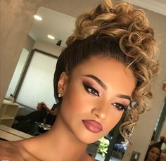 [New] The 10 Best Eye Makeup Ideas Today (with Pictures) - WoW . Beautiful Bridal Makeup, Bridal Makeup Looks, Bride Makeup, Wedding Hair And Makeup, Hair Makeup, Stunning Makeup, Eye Makeup, Curly Hair Updo, Curly Hair Styles