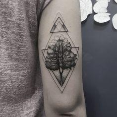 """719 curtidas, 23 comentários - Victor Xis (@xis__) no Instagram: """"Boa semana a todos! #geometry #tree #geometrictattoo #tatuagem #tattoo #blackwork #blackink…"""""""