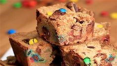 Make These Halloween Candy Cookie Bars With Your Leftover Candy Candy Recipes, Sweet Recipes, Cookie Recipes, Dessert Recipes, Candy Bar Cookies, Cookie Bars, Candy Bars, Cookie Dough, Cupcakes
