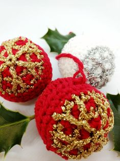 Quick And Glitzy Bauble Free Crochet Pattern Quick Crochet Patterns, Crochet Snowflake Pattern, All Free Crochet, Christmas Crochet Patterns, Crochet Snowflakes, Crochet Christmas Wreath, Christmas Crafts, Christmas Tree, Pretty Star
