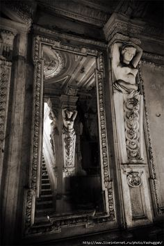 Abandoned Mansion via Abandoned Places livejournal