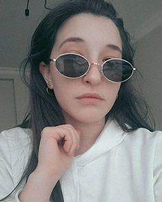 Round Sunglasses, Sunglasses Women, Cs Go, Queen, Celebrities, Youtube, Fashion, Moda, Show Queen