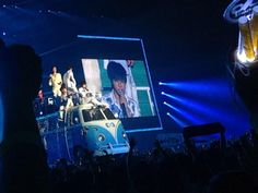130809 OGS in Seoul - INFINITE throwing paper planes #OGSinSeoul  pic.twitter.com/cCLb7O59oV cr: _OAOA_