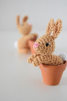 Knitting Patterns Toys Easter is coming soon and I& prepared something for that. The idea came from a stamp design by . Easter Crochet Patterns, Crochet Bunny, Crochet Patterns Amigurumi, Crochet Crafts, Crochet Dolls, Crochet Projects, Knitting Patterns, Diy Ostern, Stuffed Toys Patterns