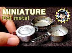 miniature kitchen how to: miniature pots and pans Mini Kitchen, Miniature Kitchen, Miniature Crafts, Miniature Food, Miniature Dolls, Miniature Houses, Dollhouse Tutorials, Diy Dollhouse, Clay Miniatures