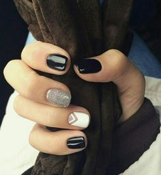 Black and silver - nails Classy Nails, Stylish Nails, Trendy Nails, Cute Acrylic Nails, Cute Nails, Nail Art Vernis, Nagellack Trends, Nagel Gel, Green Nails
