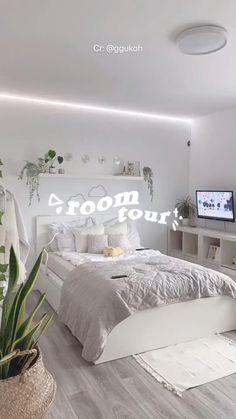 Cute Bedroom Decor, Room Design Bedroom, Room Ideas Bedroom, Modern Bedroom, Teen Bedroom Designs, Bedroom Ideas For Small Rooms For Teens For Girls, Girls Bedroom Decorating, Modern Teen Bedrooms, Teenage Girl Bedroom Designs