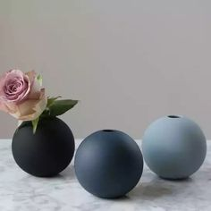 The Bowery Company Dusty Pink Ceramic Vase of Diameter. A stylish vase handmade in porcelain, beautiful and easy to combine with other vases. Ny Loft, Round Tray, Interior Stylist, Ceramic Vase, Decorative Objects, Midnight Blue, Floral Arrangements, Flower Arrangement, Free Design