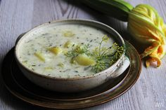Cuketová kyselice s brambory a koprem Food Styling, Zucchini, Snacks, Cheeseburger Chowder, Hummus, Blog, Ethnic Recipes, Clean Foods, Easy Meals