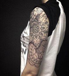 Le motif mandala incite le tatoué à se recentrer sur soi-même et se reconnecter à sa source. Il permet aussi de focaliser et concentrer les énergies spirituelles