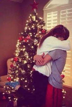 15 cheerful christmas lights - - noel filmleri, çift, çift r Relationship Goals Pictures, Couple Relationship, Cute Relationships, Christmas Couple, Christmas Photos, Christmas Lights, Couple Christmas Pictures, Tumblr Christmas Pictures, Christmas Movies