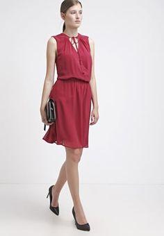 Robes Warehouse GYPSY - Robe d'été - cranberry rouge foncé: 36,57 € chez Zalando (au 28/06/16). Livraison et retours gratuits et service client gratuit au 0800 740 357.