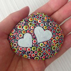 Polka dot Painted heart stones, love gift, Fairy Garden Gift Decoration Painted rock Beachstone, Christmas or Valentines gift Rock Painting Patterns, Dot Art Painting, Rock Painting Designs, Pebble Painting, Painting For Kids, Pebble Art, Stone Painting, Stone Crafts, Rock Crafts