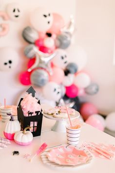 Pink and Black Super Cute Halloween Party Decorations with Golden Arrow Events D… – Home gym Halloween First Birthday, Childrens Halloween Party, Halloween Party Decor, Halloween Themes, Group Halloween, Frozen Birthday, 2nd Birthday, Halloween Balloons, Pink Halloween