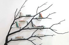 Aside from everyday things, many are also experimenting with wood and items found in the garden or on the road. Take for example Chilean artist Sebastian Errazuriz. He found a fallen tree branch while walking around the city in Santiago, Chile and he brilliantly transformed it into a pretty shelf. Now, we want one!  According to a post by Bored Panda, the natural shape of the limb predetermined the form of the shelf. The artist then proceeded to twisting it and sanding off the rough edges.
