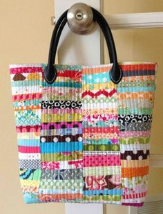 Summer Sewing: 7 Quilted Tote Bag Patterns Quintessential Quilting Projects: 7 Quilted Tote Bag Patterns You'll Love! this one is just so fabulous - from Crazy Mom Quilts :) Quilted Tote Bags, Patchwork Bags, Quilted Handbags, Mk Handbags, Chanel Handbags, Leather Handbags, Fabric Bags, Fabric Scraps, Sew Bags