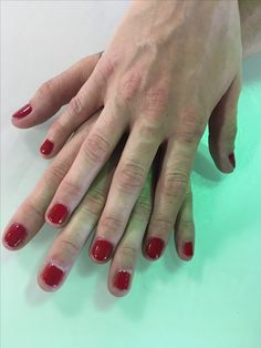 Big apple red by opi perfect red for the holidays  #polishednailbar #opi #gelcolor #gelnails #gelpolish #gelmani #christmasnails #holidaynails @opi_products @polished_nail_bar