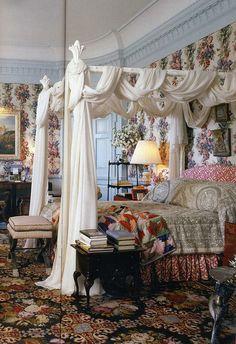 gloria vanderbilt bedroom with rosé cumming wallpaper circa 1980 s