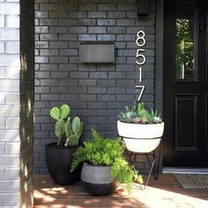 Awesome 40 Gorgeous Black House Exterior Design Ideas For Inspiration. Painted Brick House, House Front, Front Yard Landscaping, Brick Exterior House, House Exterior, Porch Decorating, Exterior Design, Brick, House Painting