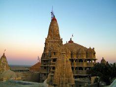 http://www.indiatravelblog.net/wp-content/uploads/2011/10/Dwarakadhish-Temple.jpg