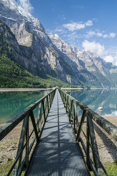 Klöntalersee, Glarus Alps / Switzerland (by qitsuk).
