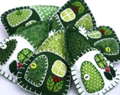 Filz Weihnachtsschmuck, handgemachte irische Cottages, grüne und weiße Patchwork Häuser, Miniatur-Häuser, Haus, Ornamente, fühlte Haus Ornamente
