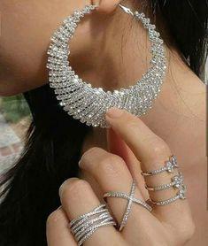 Ring #jewelry #diamonds #goldjewellery #vanessacrestto #fashion #style