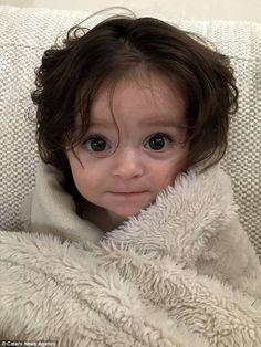 Super Imut! Kepala Anak Berumur 6 Bulan Sudah Penuh dengan Rambut yang Indah! Berasa Melihat Tokoh Dunia Dongeng!